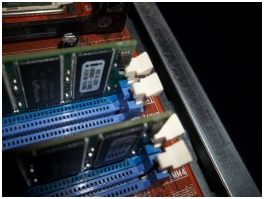 The levers for the memory slot are white in this example.
