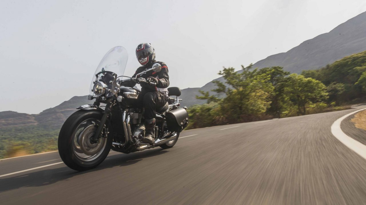 Counter Revolution Triumph Bonneville Speedmaster First Ride