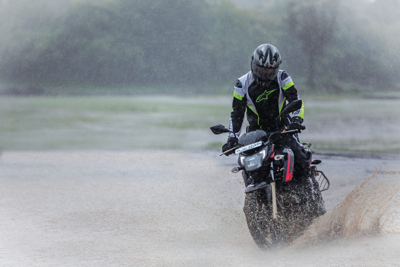 TVS Apache RTR 200 4V Race Edition 2 0 Review - Motoring World