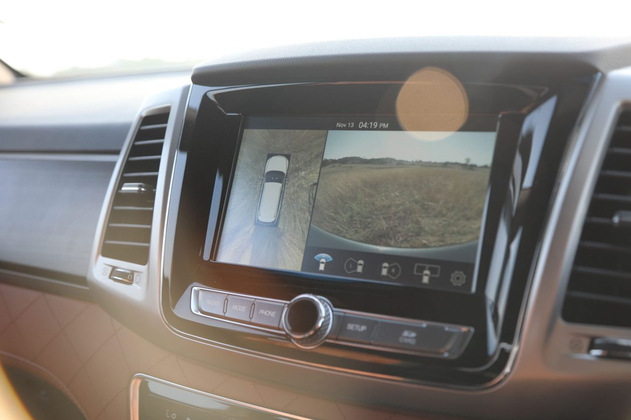 Mahindra Alturas Touchscreen
