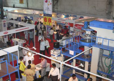 2011-EXHIBITOR-BOOTHS-09