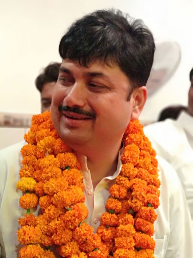 sunil singh declares himself as national president of hindu yuva vahini