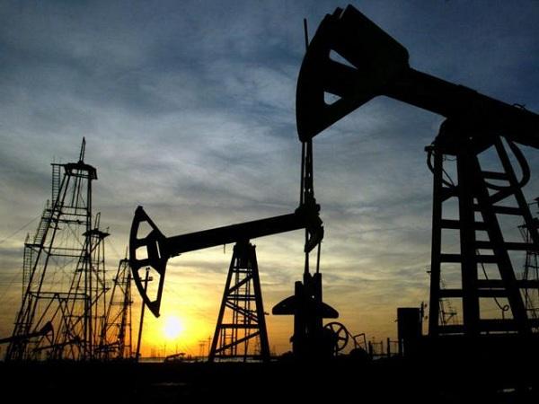 Gulf rift pushes oil price