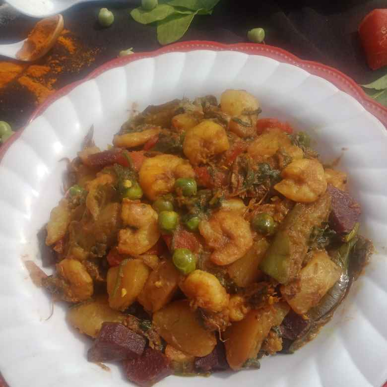 Photo of Spinaach vegetable with prawn by সুসমিতা ঘোষ at BetterButter