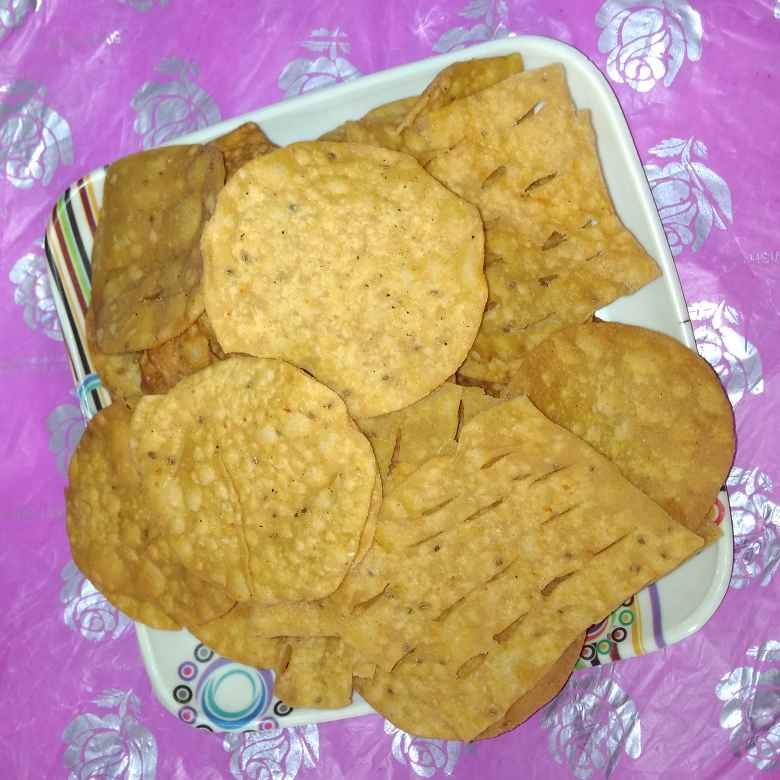 Photo of Wheat flour namkeen. by దూసి గీత at BetterButter
