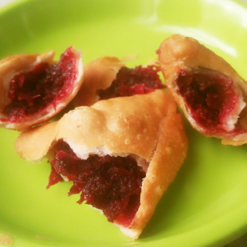 How to make Beeta- Meetha Gulab Samosa ('Beetroot and Rose' Sweet Samosa)