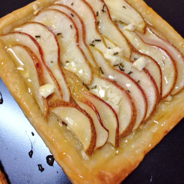 How to make PEAR TART WITH GOAT CHEESE, ROSEMARY & HONEY