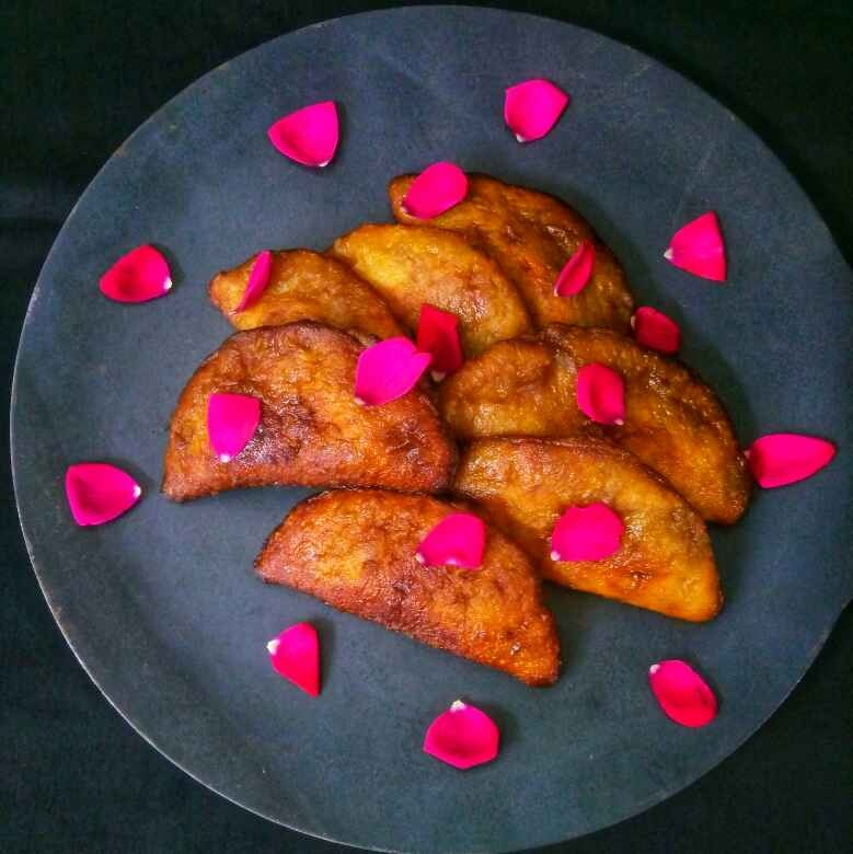 How to make Sweet Potato Pithe/Sweet Potato Dumplings stuffed with coconut and jaggery