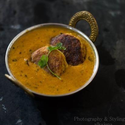 How to make Coconut Kofta Curry (Nadia Bara Tarkari)