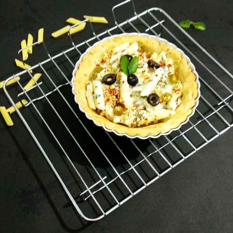 How to make Spinach white sauce pasta in a tart