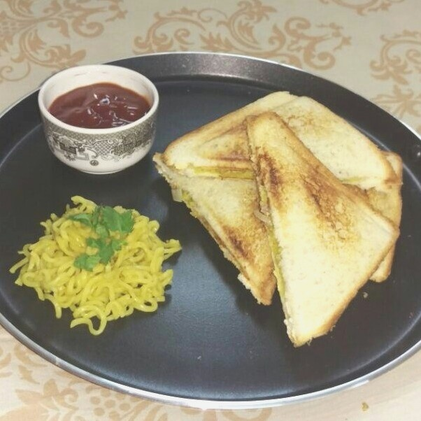 How to make Maggi and cheese sandwich