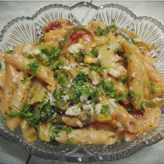 How to make Pasta In Red And White Sauce !