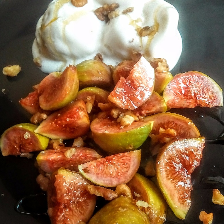 How to make Figs in honey and walnuts with vanilla icecream
