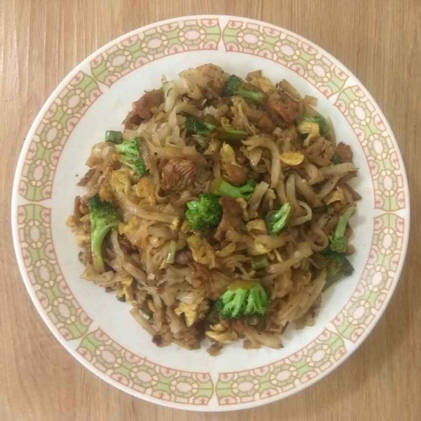 Photo of Stir fried eggs chiken broccoli and rice noodles by Anil Pharande at BetterButter