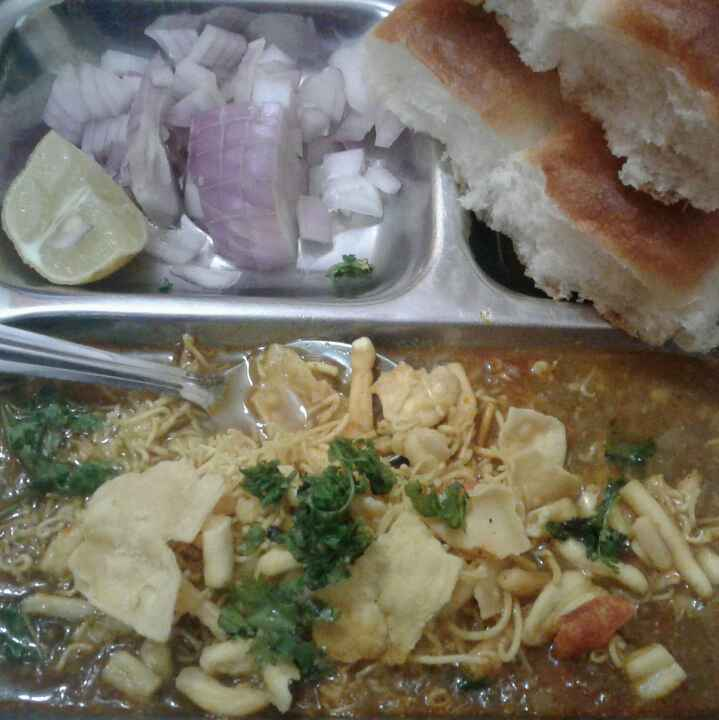 Photo of Misal paw by Anita Bhawari at BetterButter