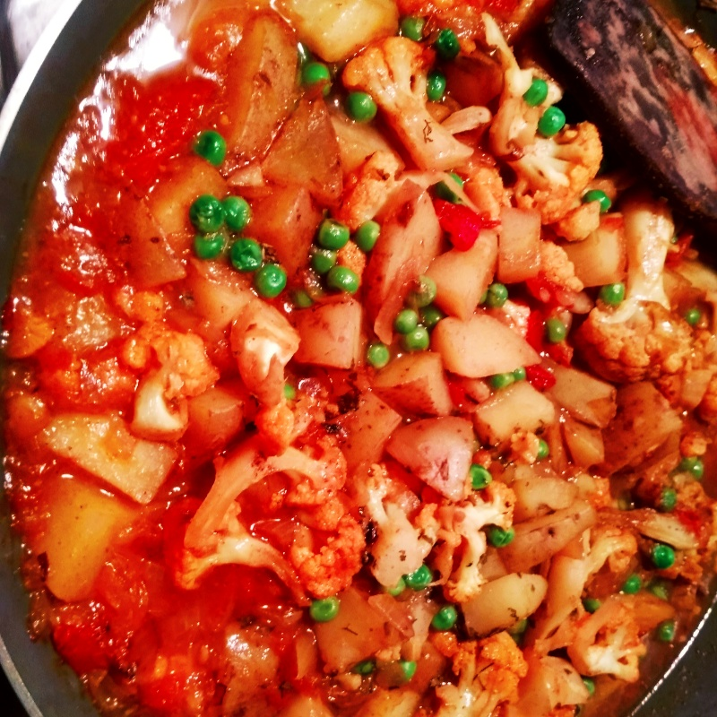 How to make aloo cauliflower curry