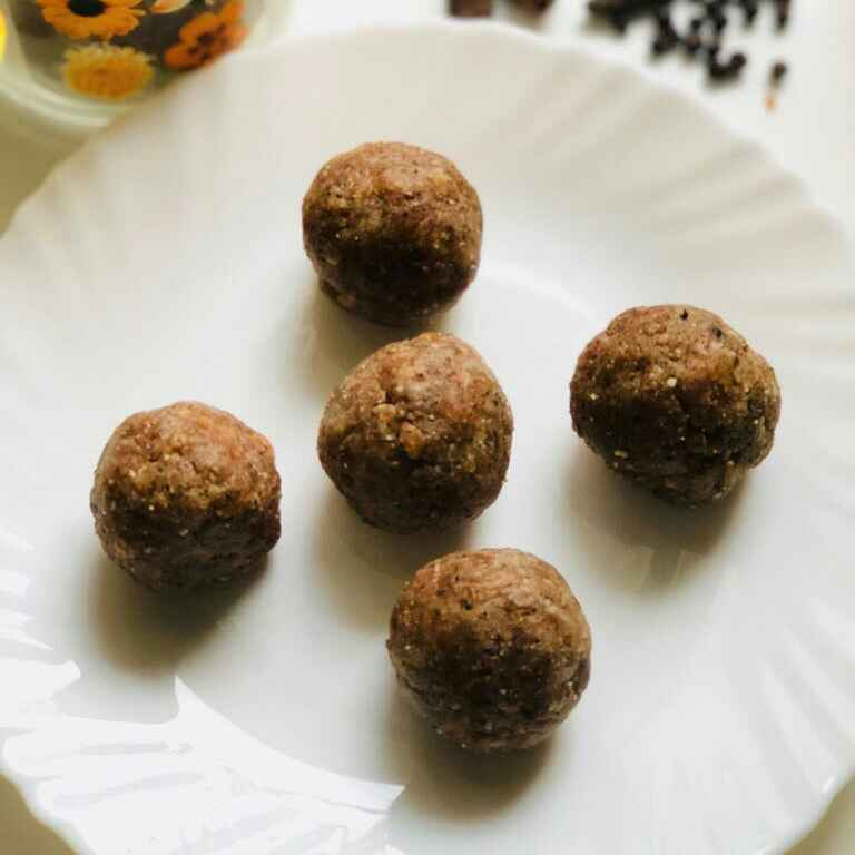 How to make Raisins and dates laddu