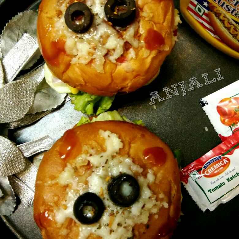 Photo of Healthy Pizza Burger with wholewheat bun by Anjali sunayna Verma at BetterButter