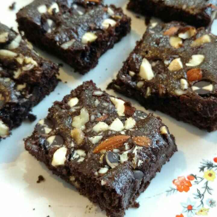 How to make Nutty, Chocolatey, Whole Wheat Caramel Brownies ( Eggless )