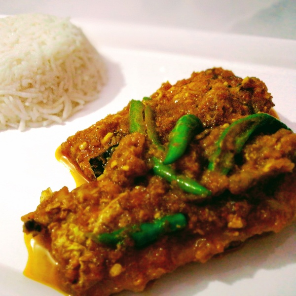 How to make Shallow Fried Fish in Curd Gravy (Doi Mach)