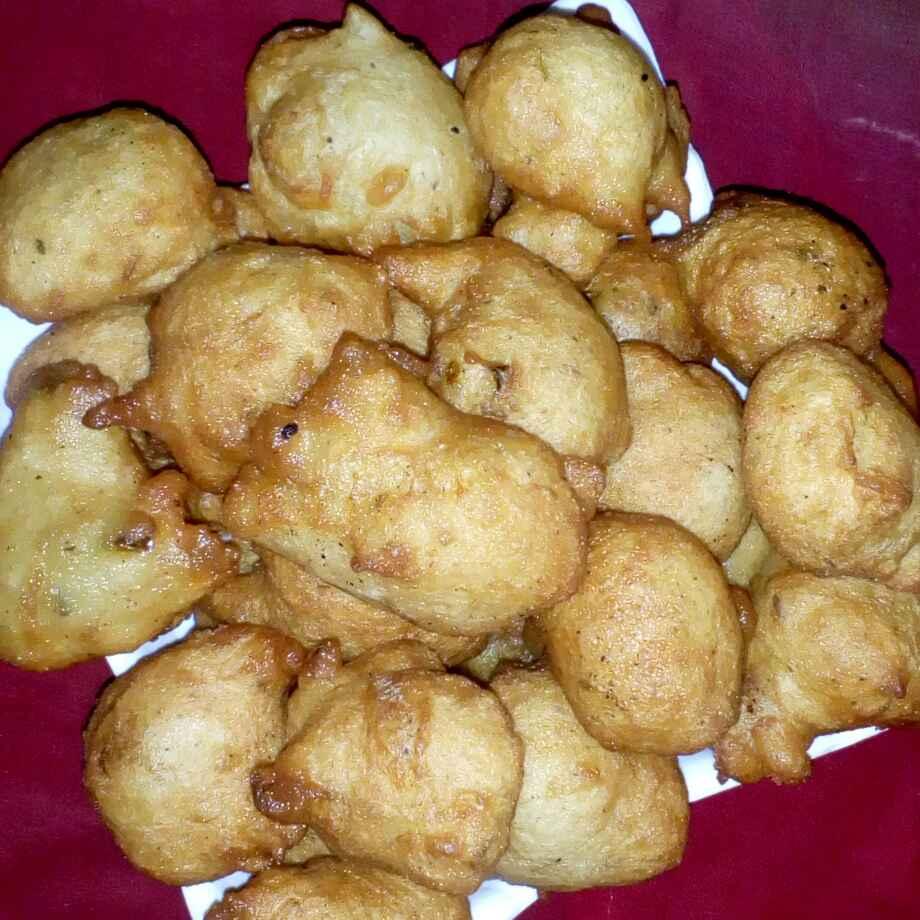 Photo of mysore bonda  by మొహనకుమారి jinkala at BetterButter