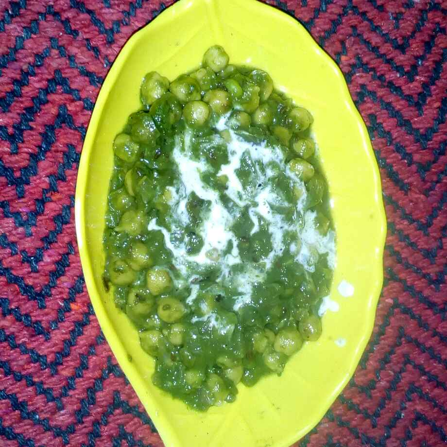 Photo of kabuli chana palak curry by మొహనకుమారి jinkala at BetterButter