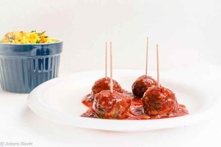How to make Easy and Delicious Oven Baked Chicken Spinach Meatballs with Spiced Tomatoes Sauce