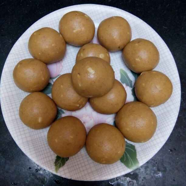 How to make Besan laddoo with nuts