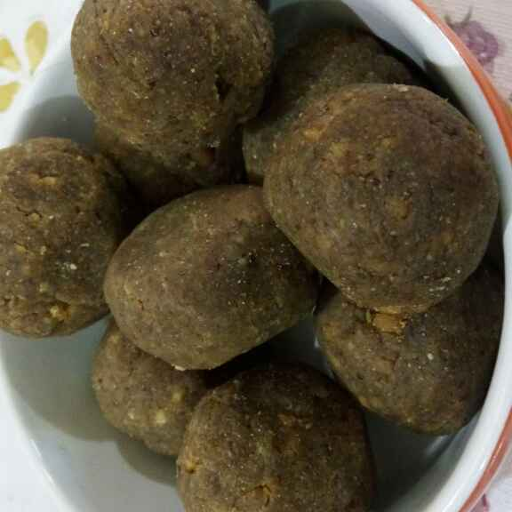 How to make Flaxseed laddos (alsi ki pinniyaa)