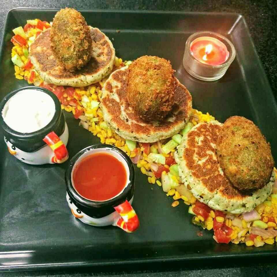 How to make चीज़ के भरवां मटर के कटलेट , पनीर टिक्की और मूंग दाल सलाद के साथ