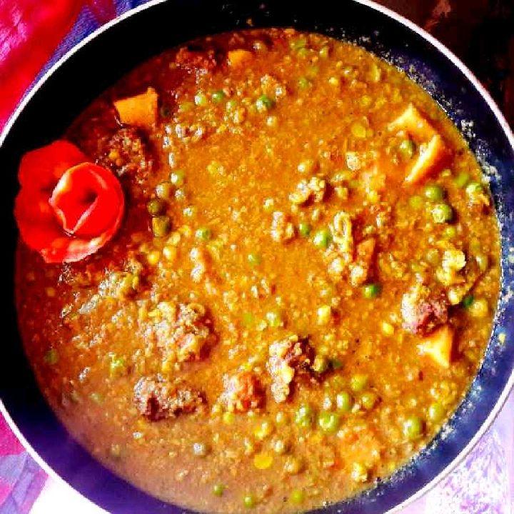 How to make Hari matar ka nimona with urad dal badi