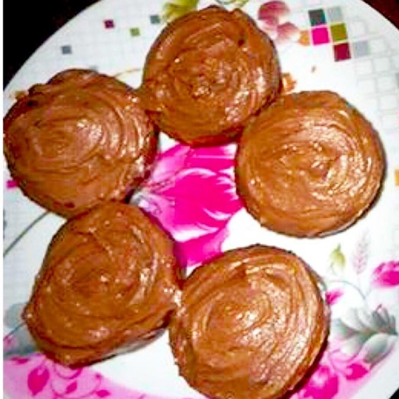 How to make Vanilla Muffins with Chocolate Frosting