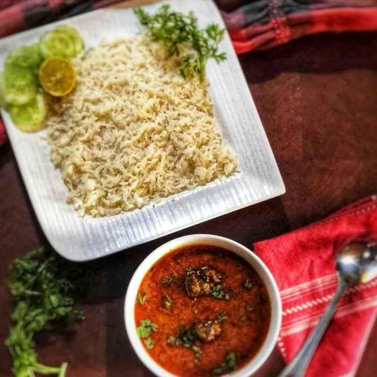 How to make Spicy koftas in curd gravy