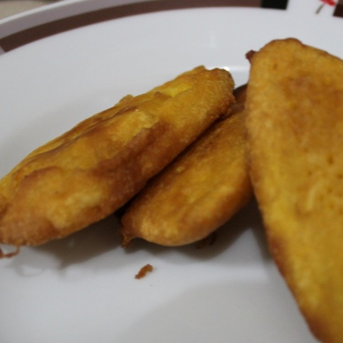 How to make Pazha Bajji / Pazham Pori / Banana fritters