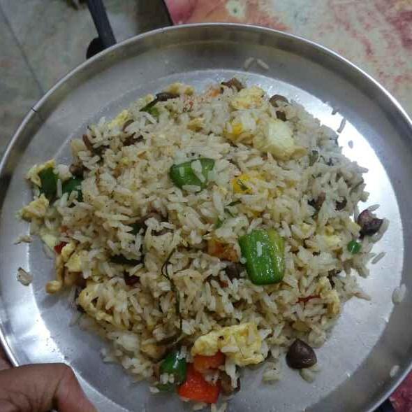 How to make Scrambled egg with mushroom rice