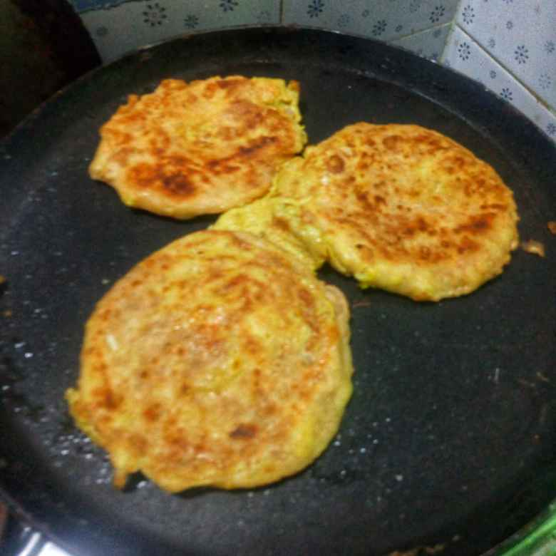 How to make Stuffed egg chapati