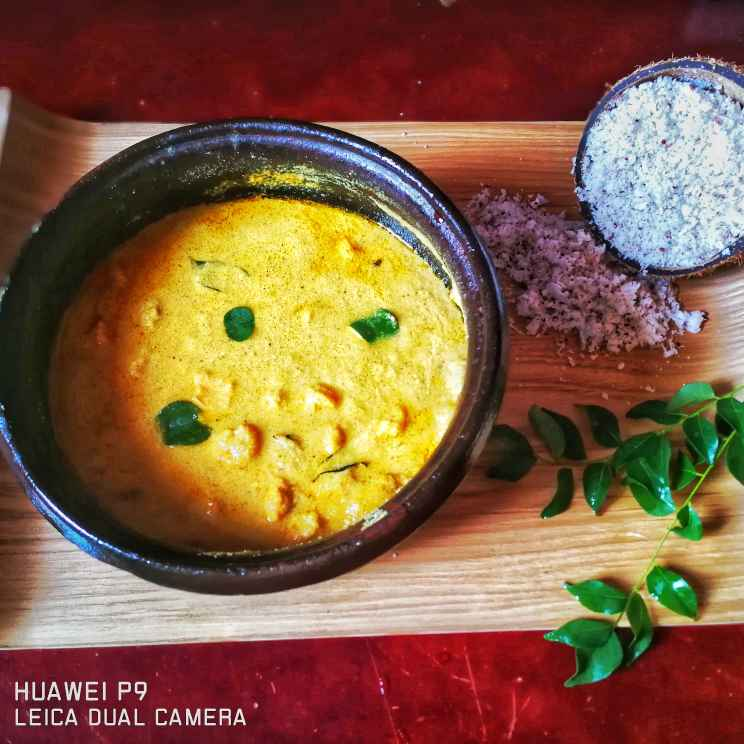 Photo of Thengaipattanam prawn coconutmilk curry by Benazer Abdul Kader at BetterButter