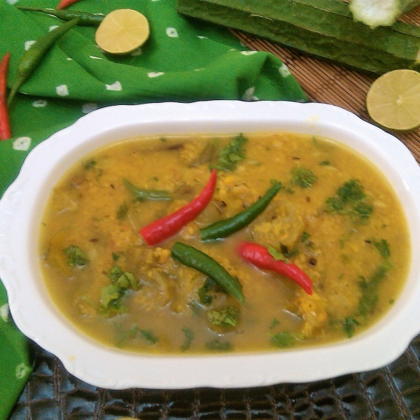 How to make Jhinge diye Bhaja Muger Dal (Ridge Gourd - Split Green Gram Curry - Bengali Style)