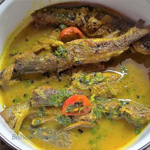 How to make Tangra Maacher Jhol (Bengali Fish Curry)