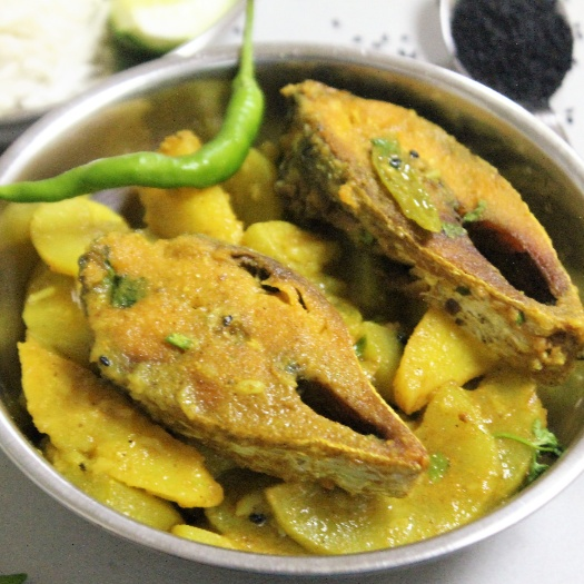 How to make Lau Ilish (Hilsa Fish cooked with Bottle Gourd - Bengali Style)