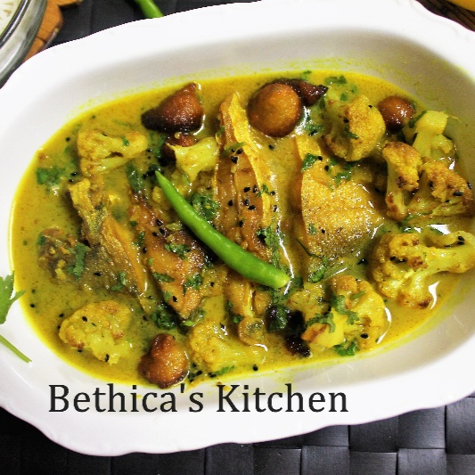 How to make Pomfret Macher Jhol  (Bengali Style Pomfret Fish Curry)