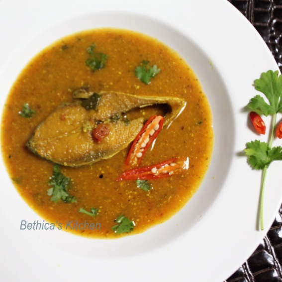 How to make Ilish Maacher Tomato Shorshe Jhaal (Fish in Tomato-Mustard Gravy - Bengali Style)
