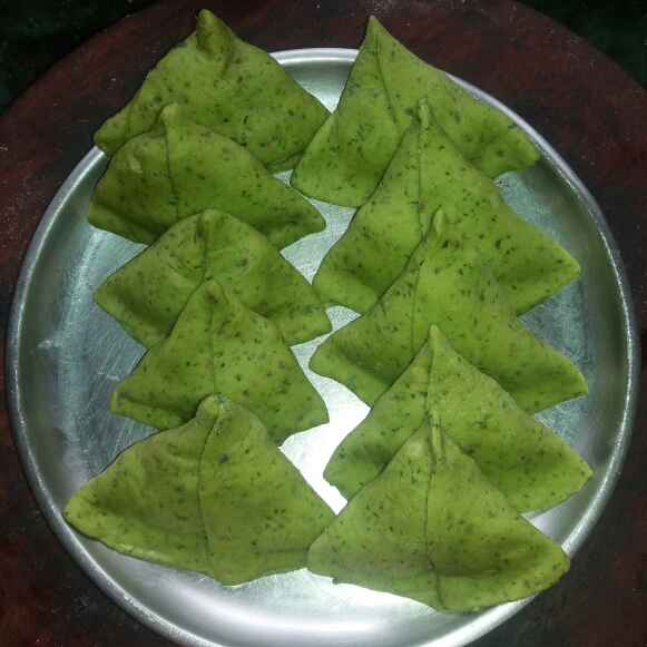 Photo of Green Coriander Flavour Samosa by Bharti Kharote at BetterButter