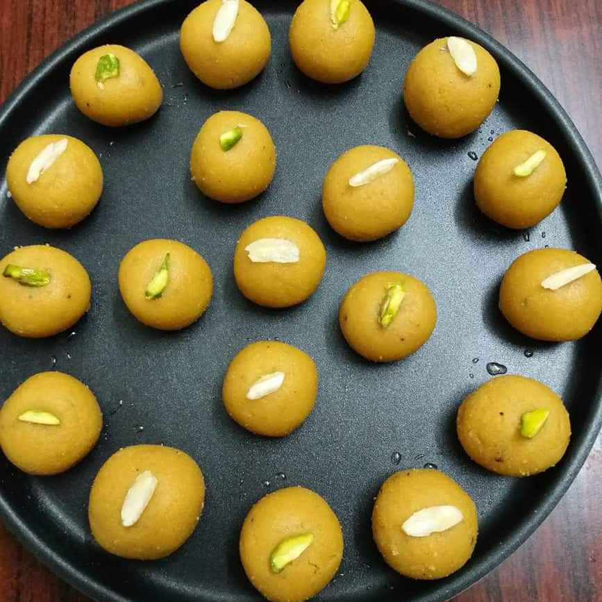 Photo of Besan laddu by Bhavna Thaker at BetterButter