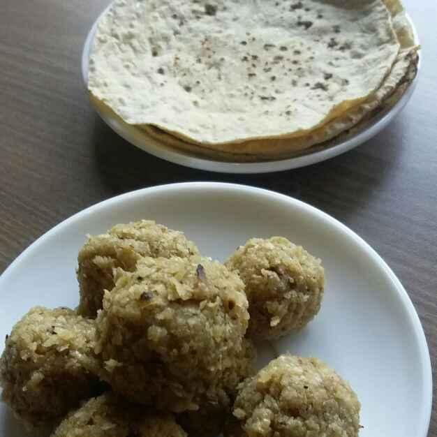 Photo of Leftover roti ke laddu by Bhumika Gandhi at BetterButter