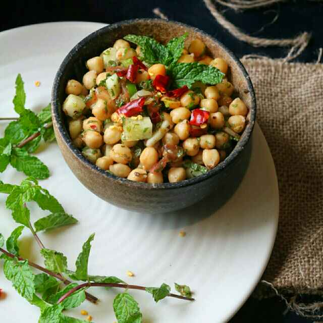How to make Mediterranean Chickpea Salad