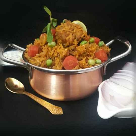 How to make Kashmiri Yakhni Mutton Pulao with veg twist