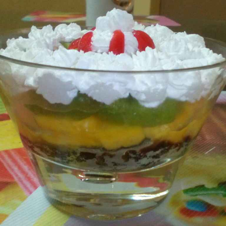 How to make Fruity Bowl With Jelly And Cream