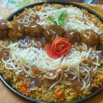 How to make fried rice with maggi manchurian and creamy noodles sizzler