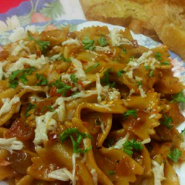 How to make Pasta in red sauce with garlic bread